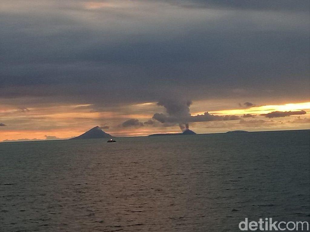Foto Anak Krakatau 3 Jam Sebelum Tsunami, Asap Membubung Tinggi