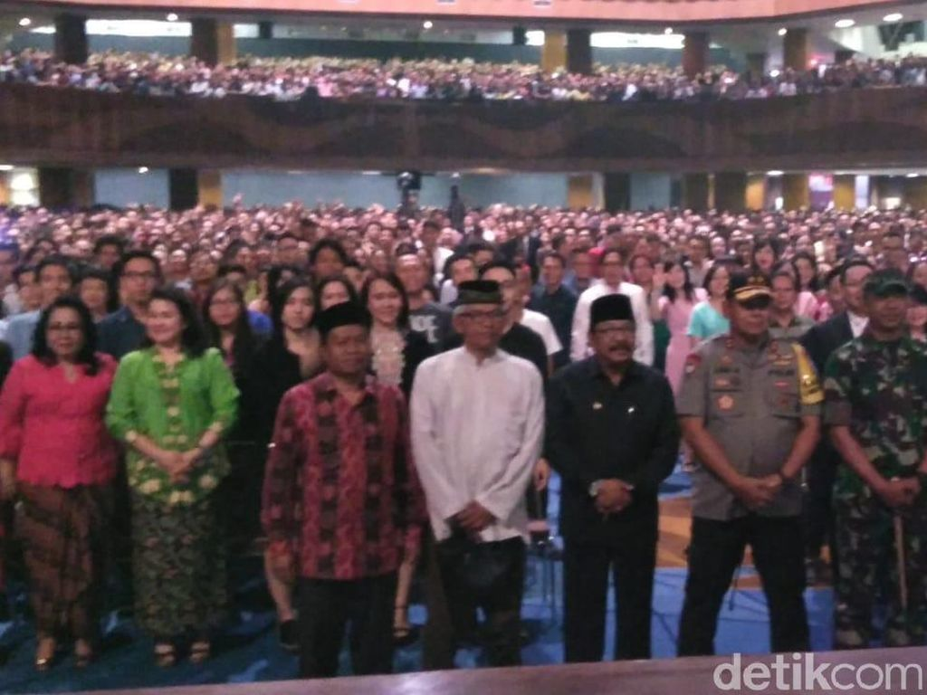 Saat Gubernur, Kapolda, dan Pangdam Tinjau Misa Natal di Surabaya