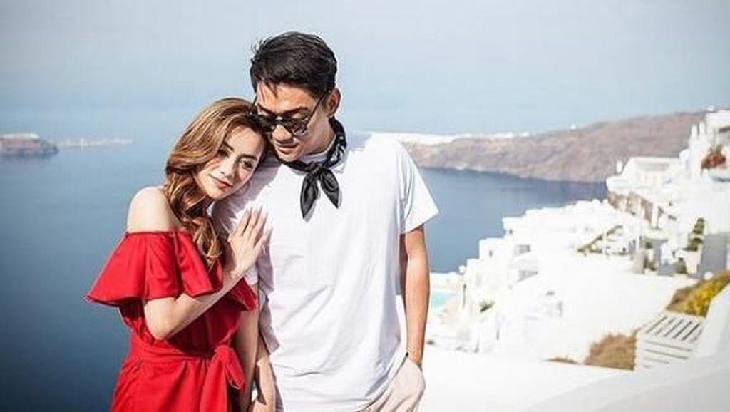7 Potret Kemesraan Ifan Seventeen dan Istri Sebelum Jadi Korban Tsunami