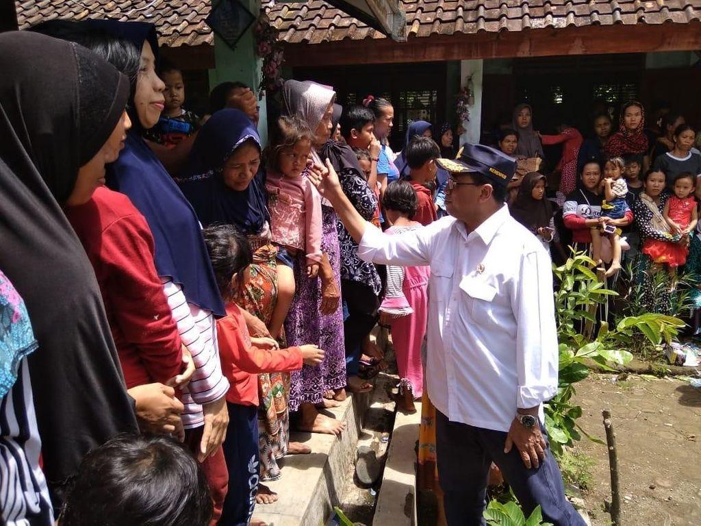 Kunjungi Pengungsi di Pandeglang, Menhub Sampaikan Pesan Jokowi