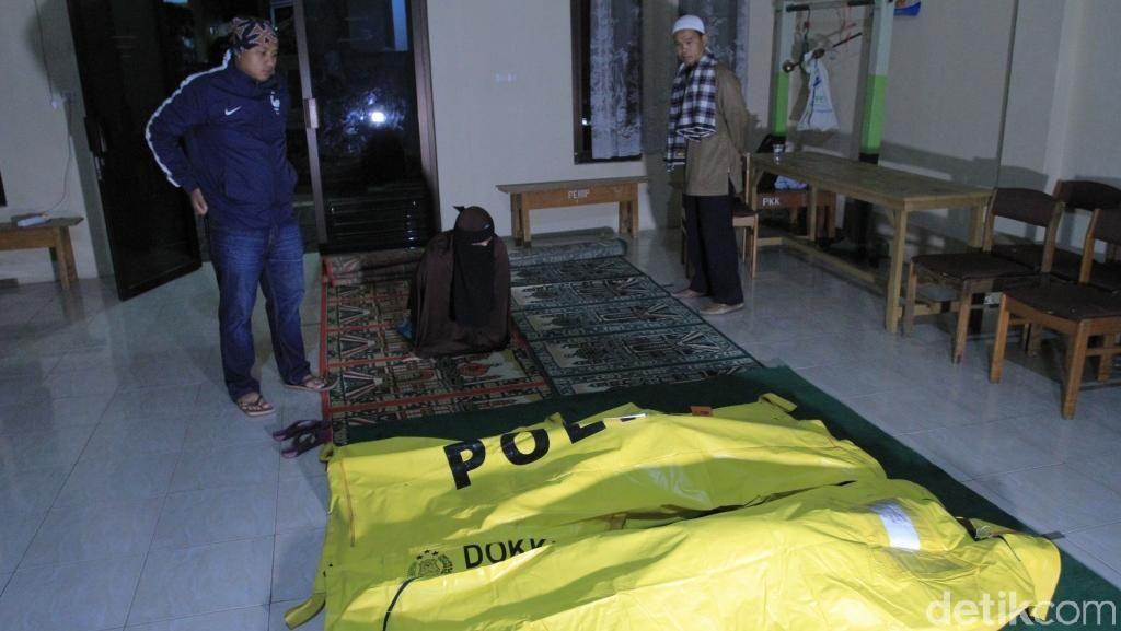 Tangis Keluarga Sambut Kedatangan 4 Korban Tsunami di Selat Sunda