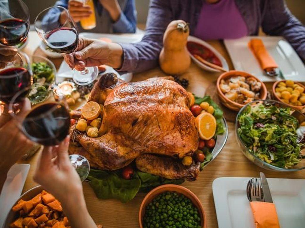 Pesta Keluarga dengan Hidangan Favorit Buatan Sendiri