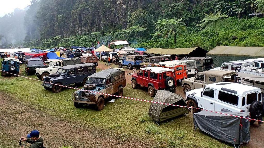 Serunya Saat Pemilik Land Rover Berkumpul di Kaki Gunung Gede