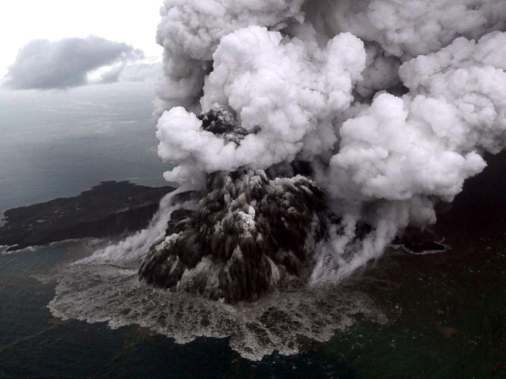 Naik Level Siaga, Begini Kondisi Gunung Anak Krakatau