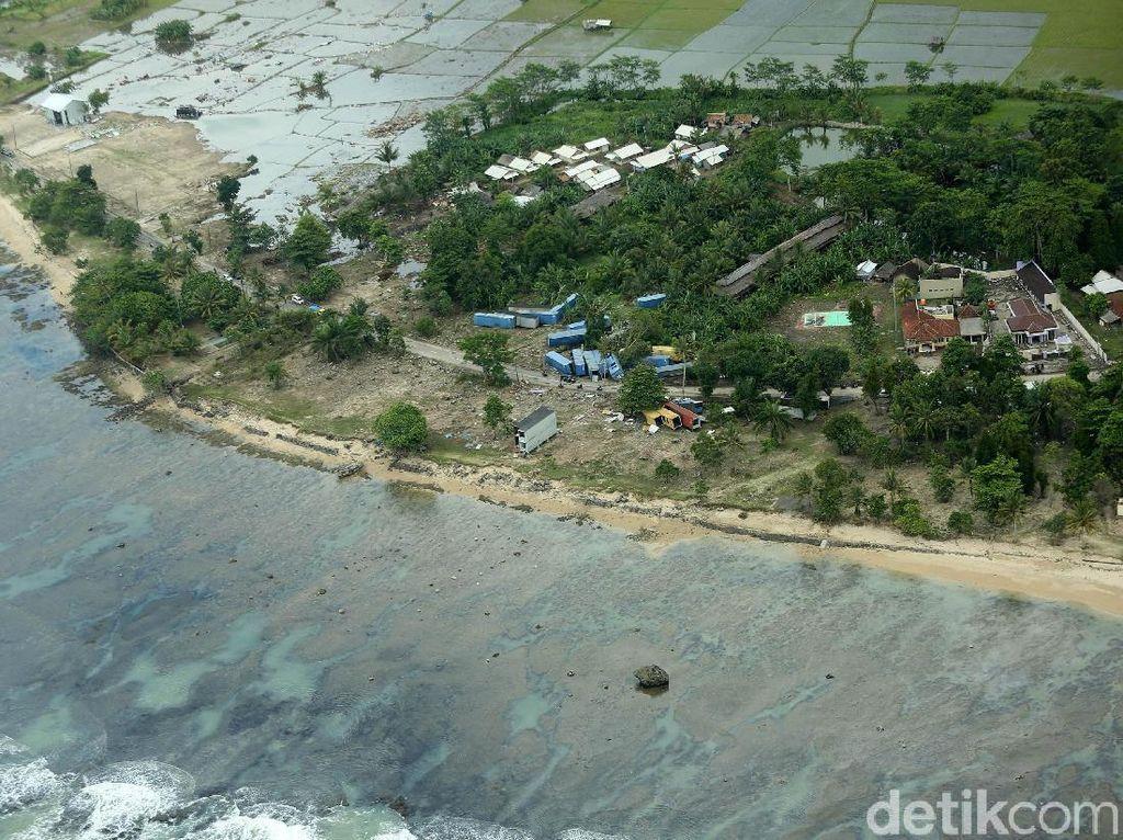 Potret Udara Pantai Carita Banten Pasca Tsunami