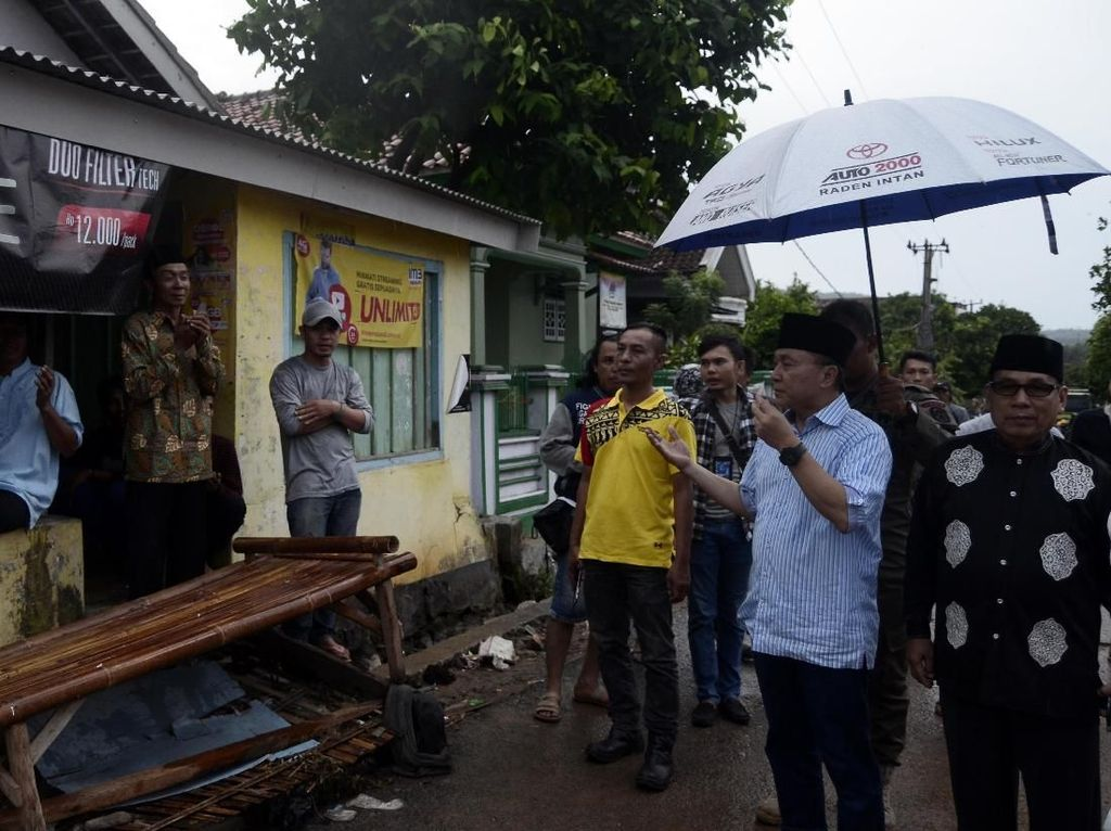Ketua MPR Tinjau Lokasi Terdampak Tsunami di Lampung Selatan