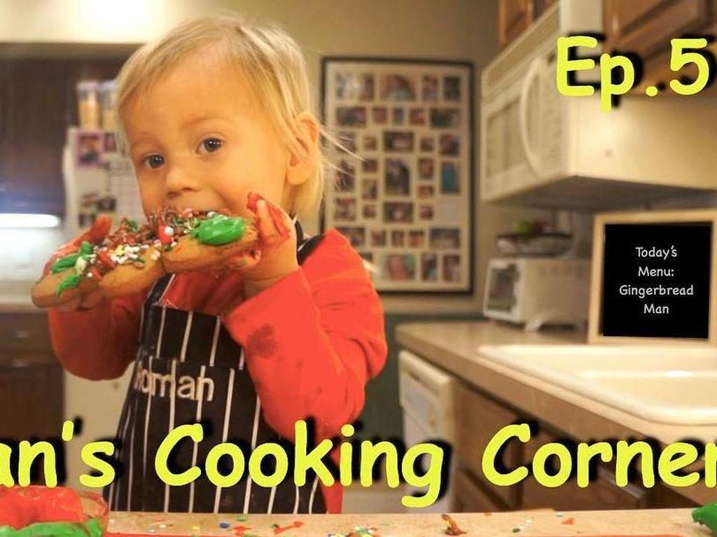 Intip Aksi Gemas Bocah 2 Tahun Bikin Gingerbread Man