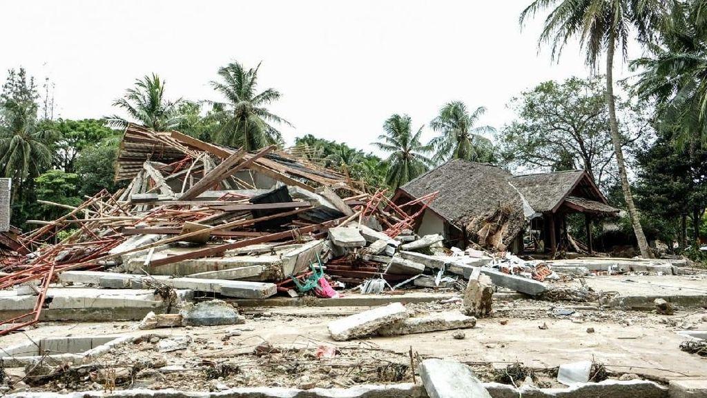 Foto: Penginapan di Carita yang Hancur Disapu Tsunami