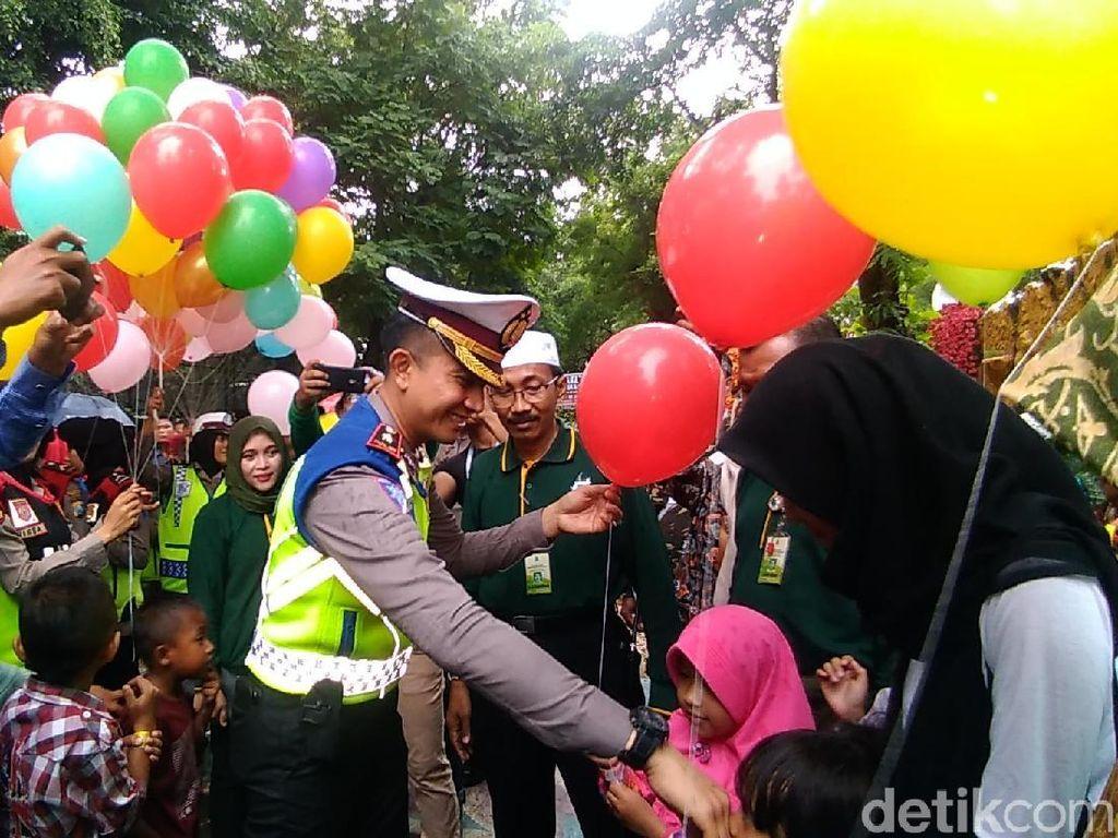 Polisi Beri Rasa Nyaman ke Masyarakat yang Berlibur di Surabaya