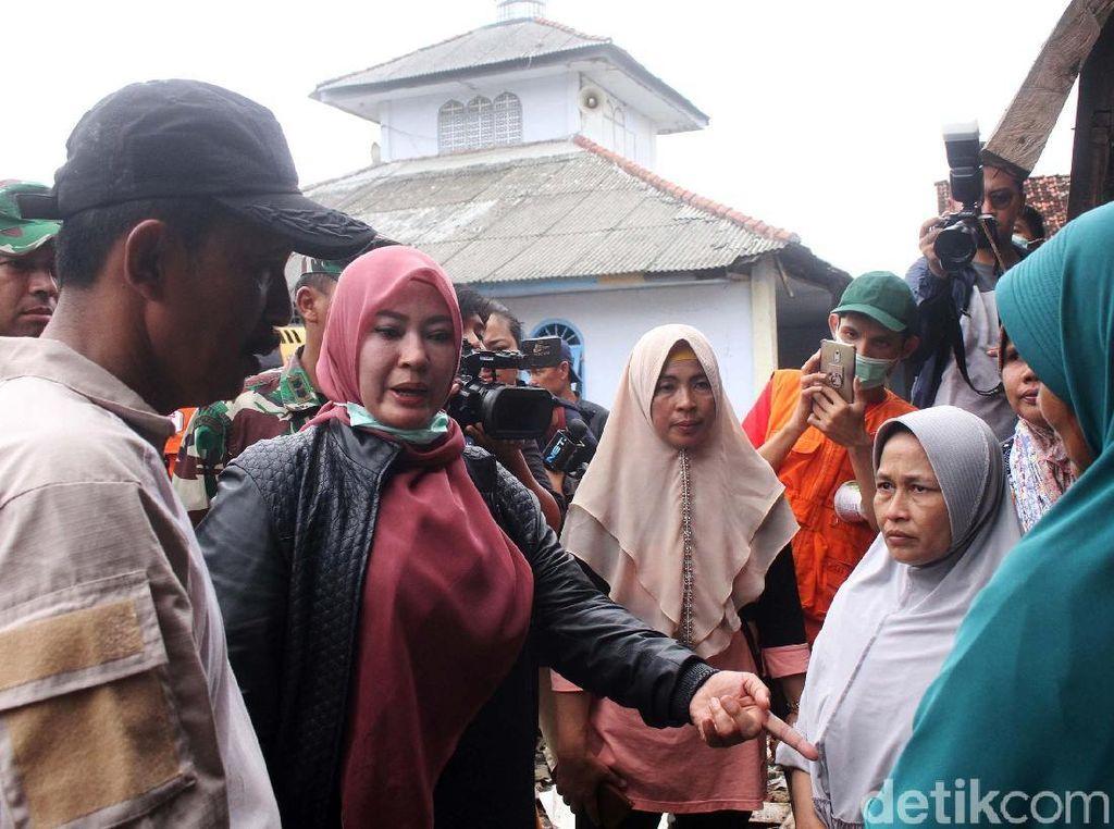 Bupati Pandeglang Temukan Pengungsi Bodong Korban Tsunami