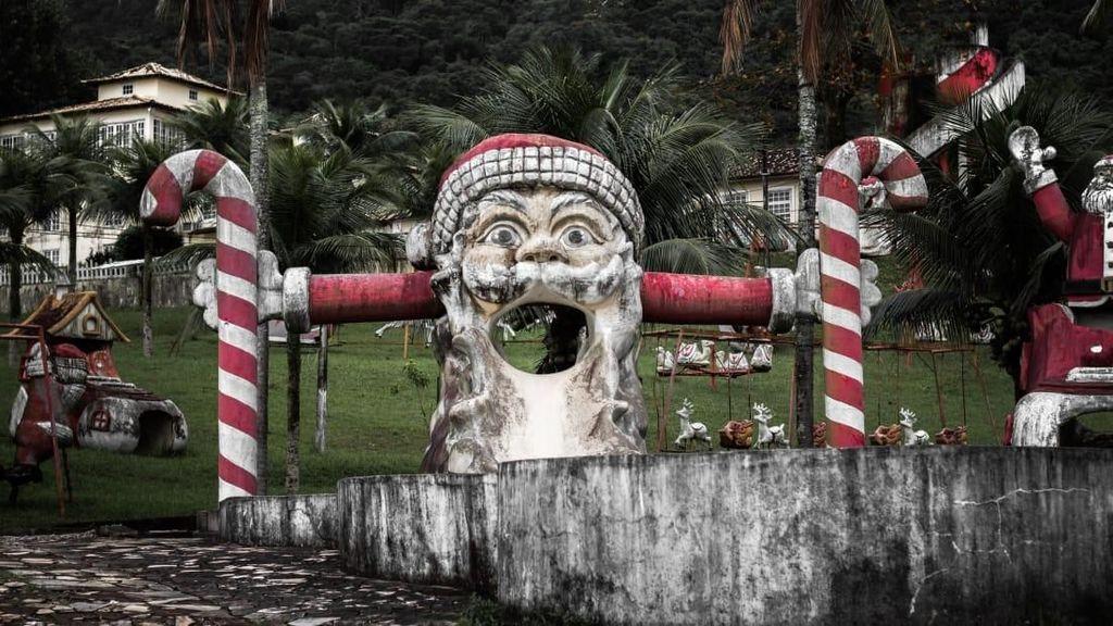 Foto: Taman Sinterklas yang Menyeramkan