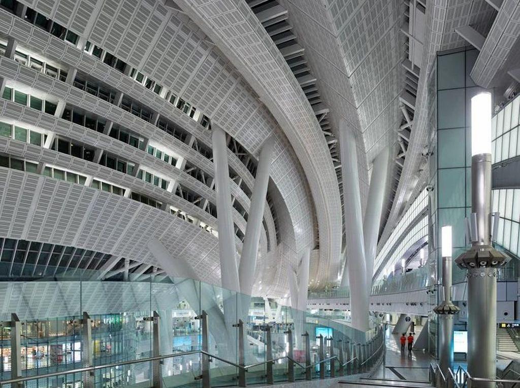 Bukan Bandara, Ini Stasiun Kereta Cepat di Hong Kong