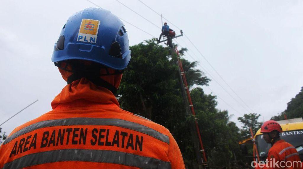 PLN Terus Perbaiki Jaringan Listrik di Wilayah Terdampak Tsunami
