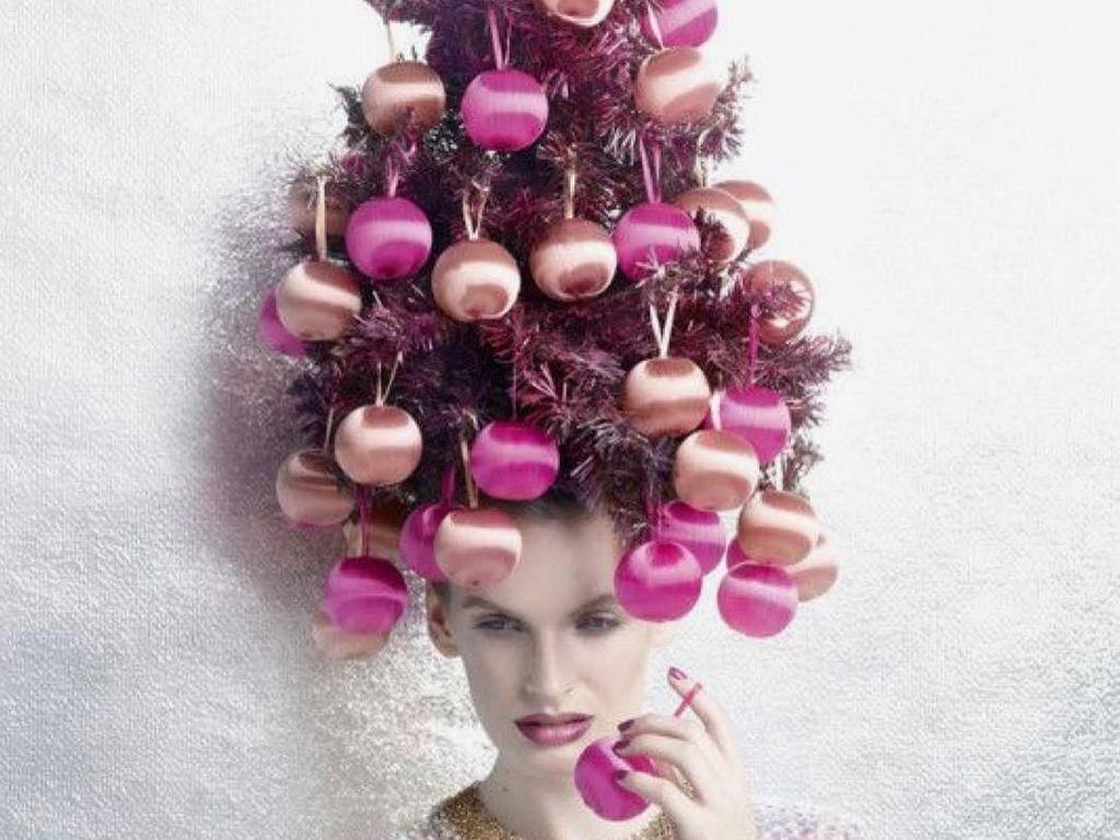 Unik! 10 Foto Gaya Rambut yang Menyerupai Pohon Natal Ini Kreatif Banget