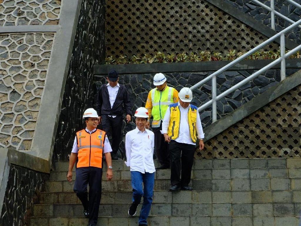 Ditemani Anies, Jokowi Cek Progres Proyek Waduk Sukamahi