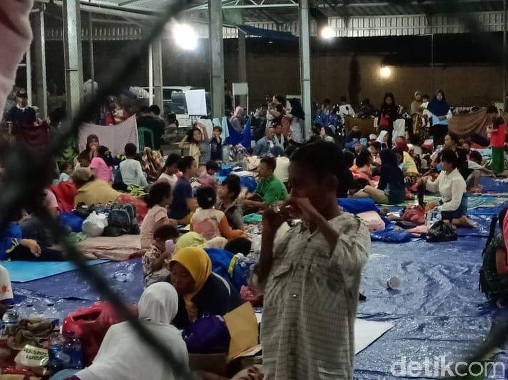 Anak Korban Tsunami di Labuan Tidur di Pengungsian Beralaskan Terpal