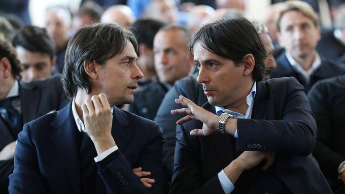 FLORENCE, ITALY - MARCH 26: Filippo Inzaghi manager of VeneziaMestre Calcio and Simone Inzaghi (R) manager of SS Lazio FIGC during the Italian Football Federation Panchine DOro E DArgento Prize at Coverciano on March 26, 2018 in Florence, Italy.  (Photo by Gabriele Maltinti/Getty Images)