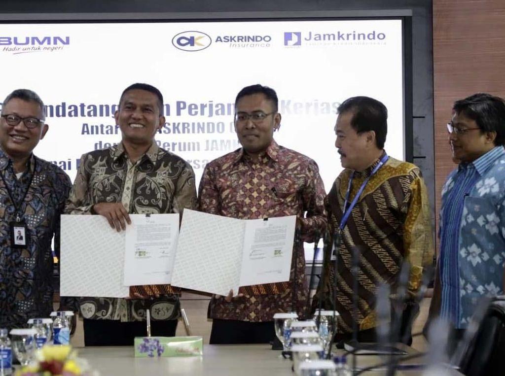 Askrindo dan Jamkrindo Teken PKS Penjaminan KUR Bersama