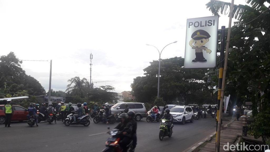 Foto: Putaran Jl Juanda Depok Tempat Personel Brimob Dikeroyok Ormas