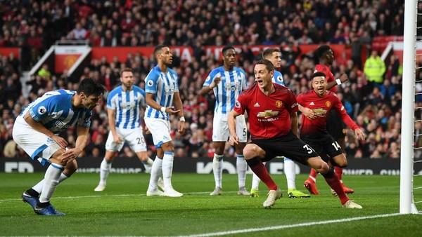Turun Minum, MU Memimpin 1-0 atas Huddersfield