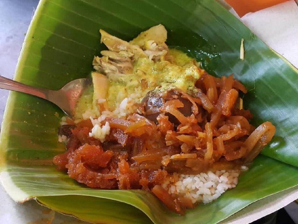 Mlekoh Gurih Nasi Ayam Semarang Ada di 5 Tempat Ini