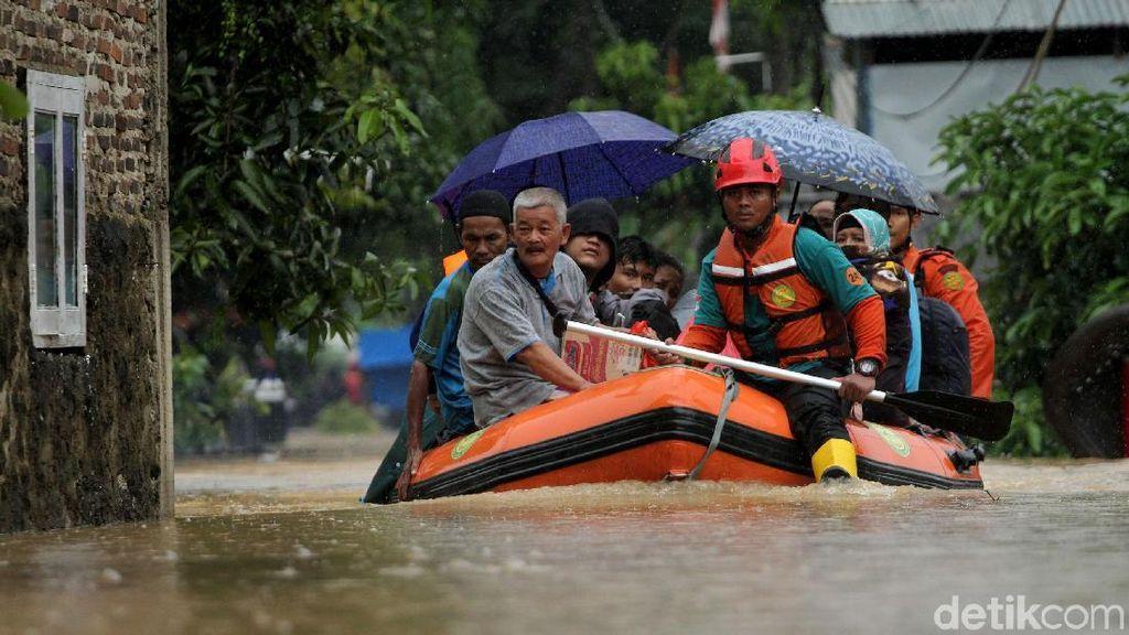 Aksi Heroik Tim SAR Gabungan Saat Evakuasi Warga Labuan Banten