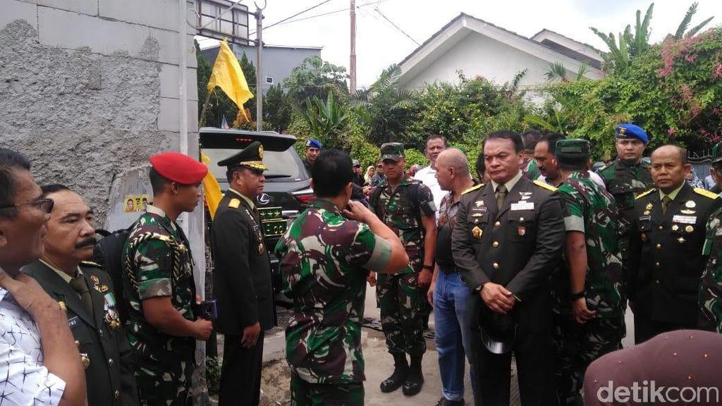 Foto: Suasana Rumah Duka Letkol Dono Saat Jenderal Andika Melayat