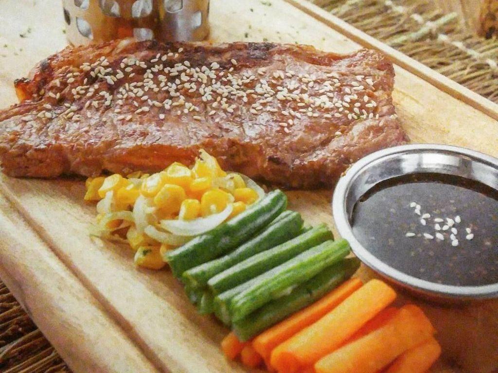 Sirloin Steak yang Lembut Juicy Bisa Disantap di 5 Restoran Ini
