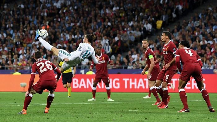 KIEV, UKRAINE - MAY 26:  Gareth Bale of Real Madrid CF scores his teams second goal during the UEFA Champions League final between Real Madrid and Liverpool on May 26, 2018 in Kiev, Ukraine.  (Photo by David Ramos/Getty Images)
