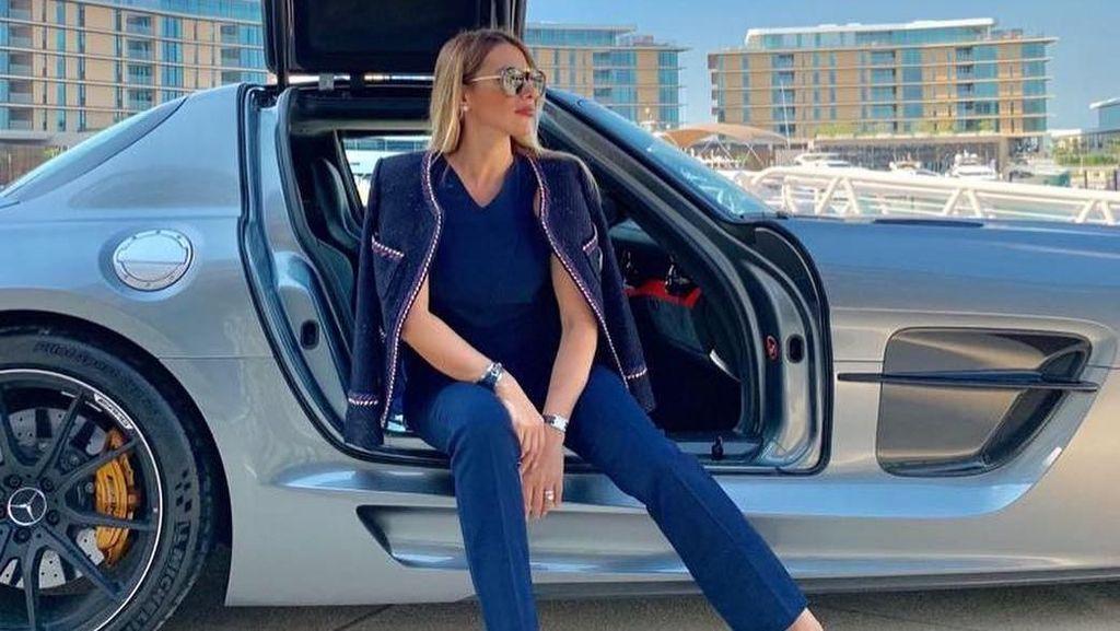 Foto: Deretan Wanita Cantik Pemilik Mobil Mewah di Arab