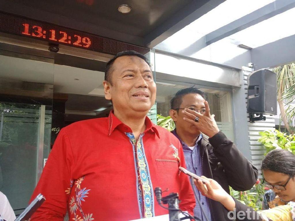 Tipis Kans ke Senayan, Kapitra Lempar Bola Harapan