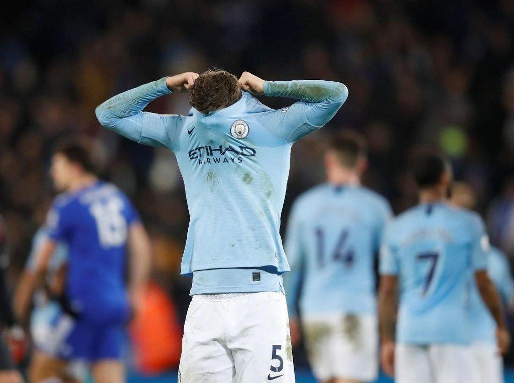 Bek Manchester City Dituduh Memata-matai Mantan Pacarnya