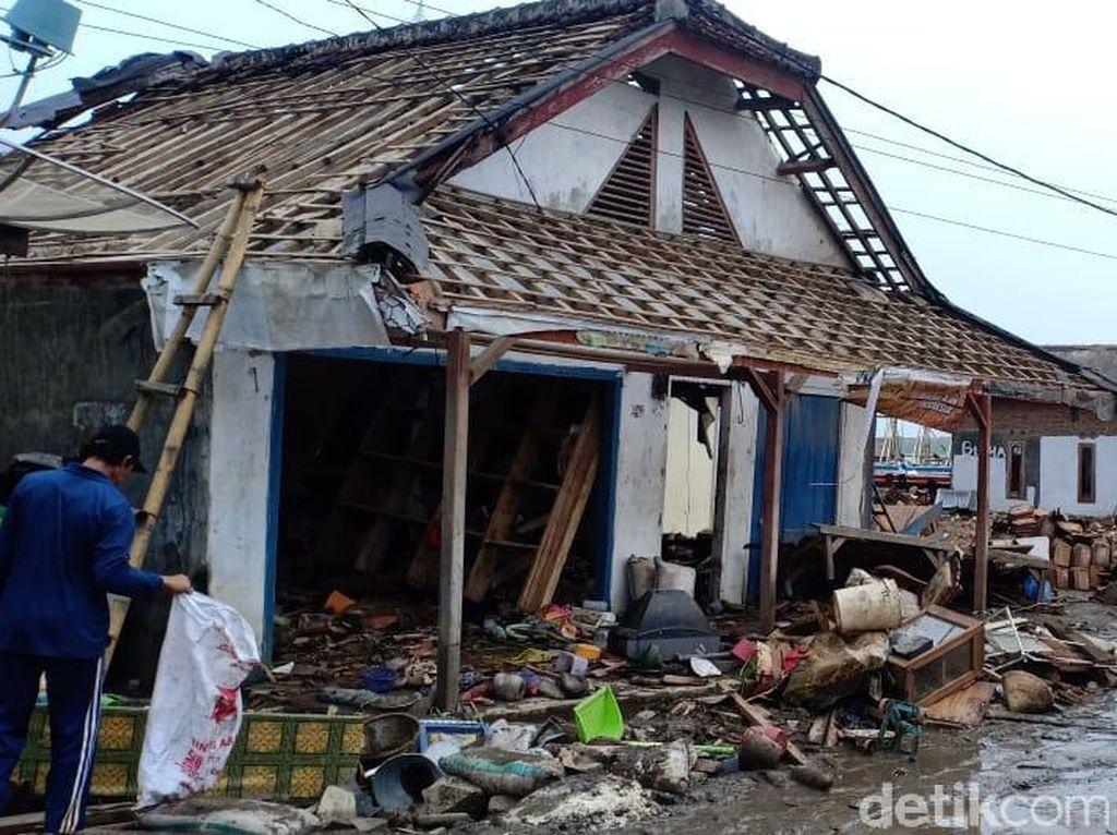 Nenek Hasanah Selamat dari Tsunami Hanya Berpegang Tembok