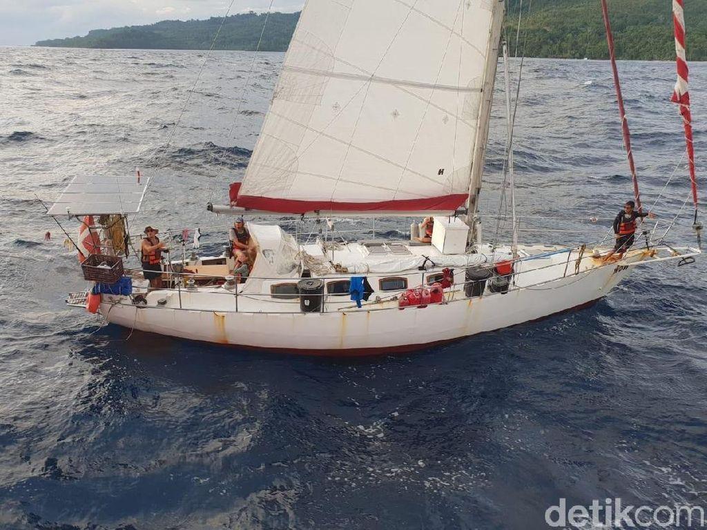 Mesin Rusak, Kapal Berbendera Denmark Dievakuasi ke Ambon