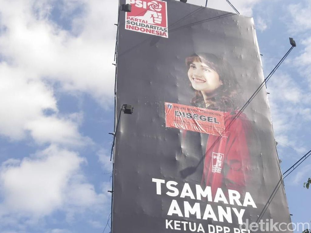 Before After Foto Tsamara Amany Dicopot dari Reklame yang Disegel