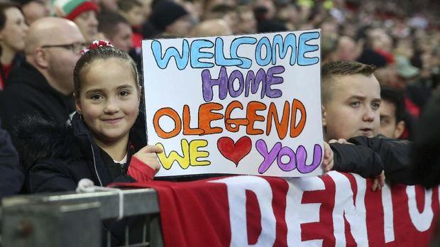 Ole Gunnar Solskjaer mendapat sambutan meriah dari fan Manchester United.