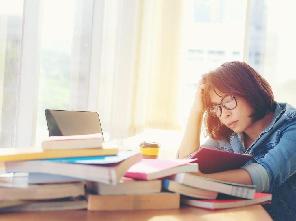 Tips Buat Workaholic Agar Tak Kepikiran Kerja Saat Liburan