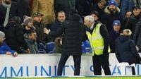 Arsenal Seri, Emery Tendang Botol Hingga Kena Suporter Brighton