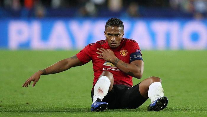Masa depan Antonio Valencia di Manchester United jadi tanda tanya (Foto: Peter Cziborra/Reuters)