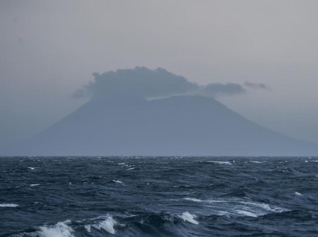 PVMBG: Gunung Anak Krakatau Meletus 9 Kali Semenit