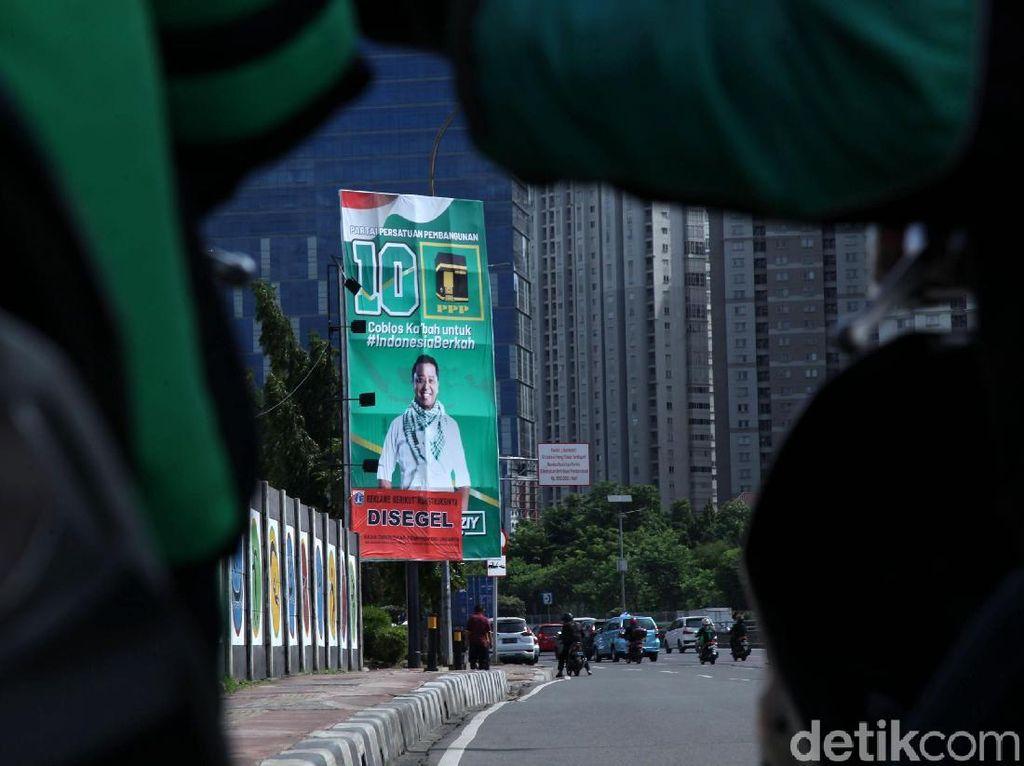 Reklame Rommy Dicopot, PPP: Itu Dipasang Vendor yang Ditunjuk KPU