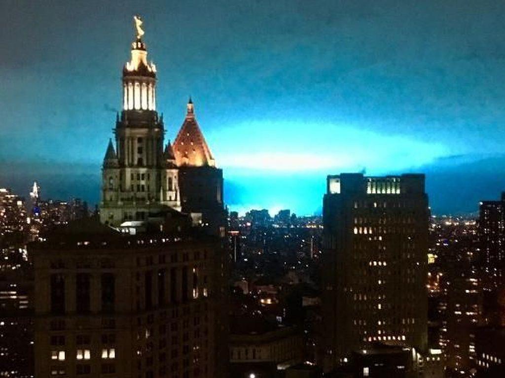 Video: Geger Kemunculan Cahaya Biru di Langit Malam New York