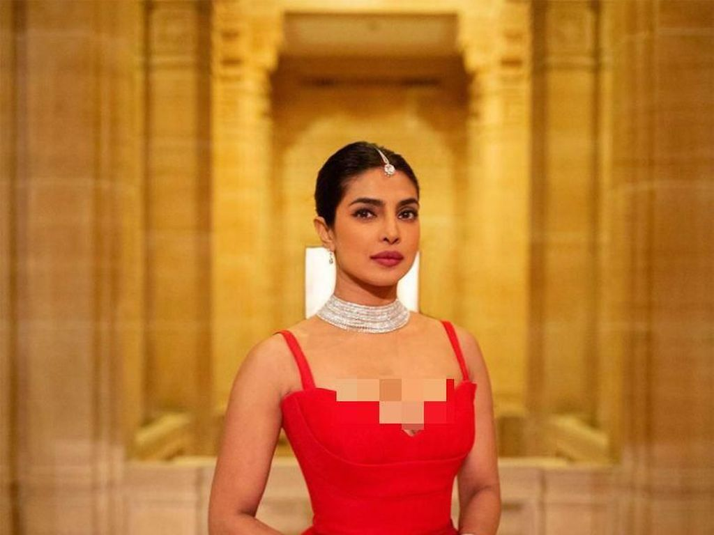 Terungkap Gaun Mewah Lain Priyanka Chopra Saat Pesta Resepsi