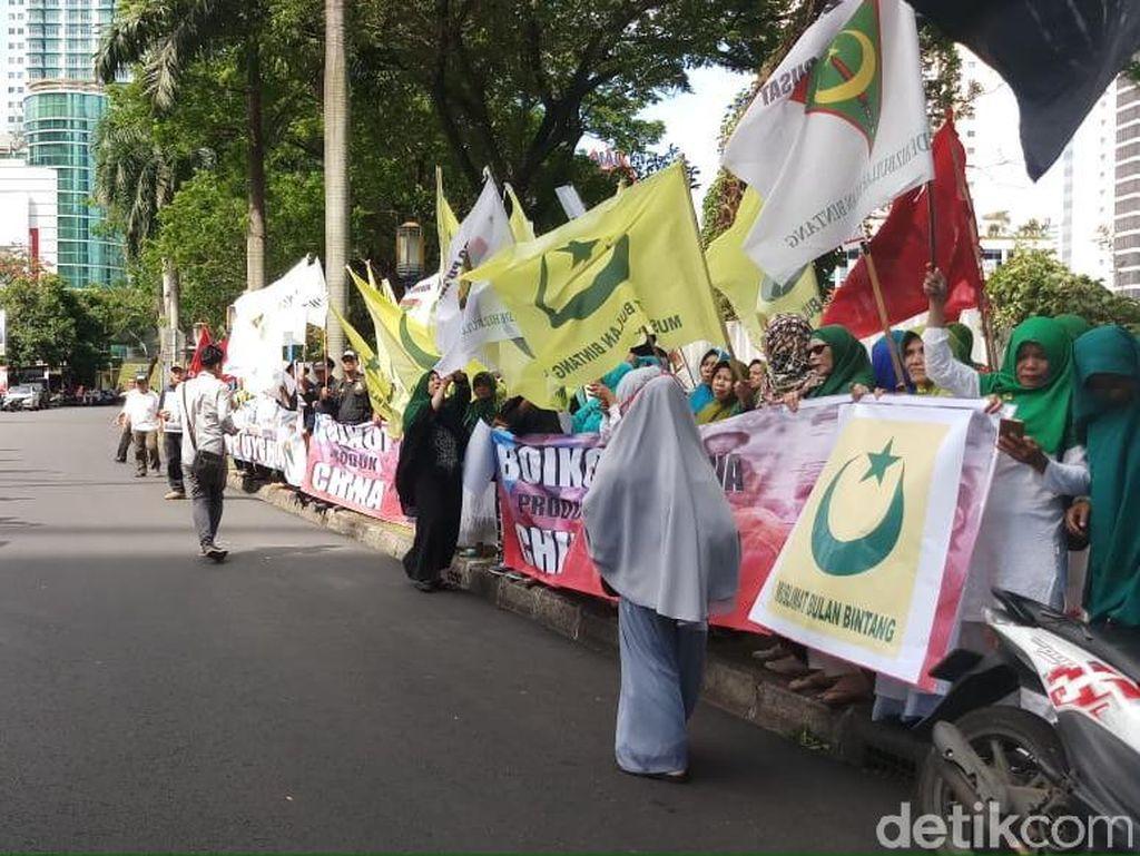 Aksi Bela Uighur, Massa Bulan Bintang Demo di Kedubes China
