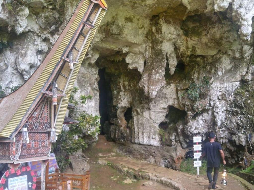 Jangan Ngaku Pernah ke Toraja Jika Belum ke Makam Gua Londa