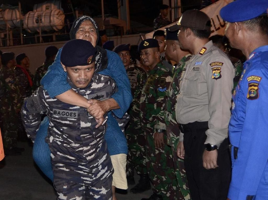 Begini Suasana Saat 432 Pengungsi dari Pulau Sebesi dan Sebuku Dievakuasi