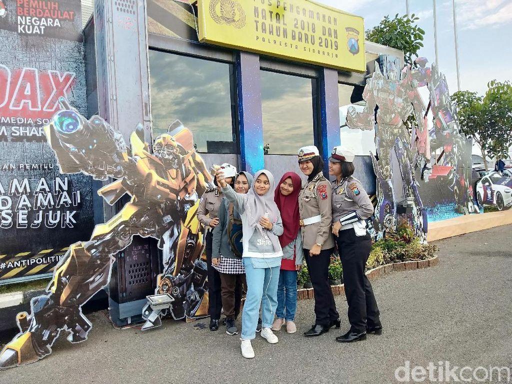 Di Sidoarjo juga Ada Pos Pengamanan Dijaga Robot Transformers