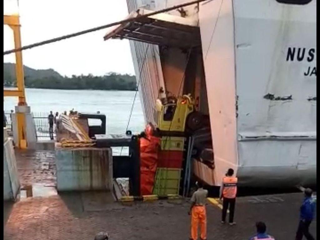 Truk Nyemplung ke Laut di Dermaga 3 Pelabuhan Bakauheni