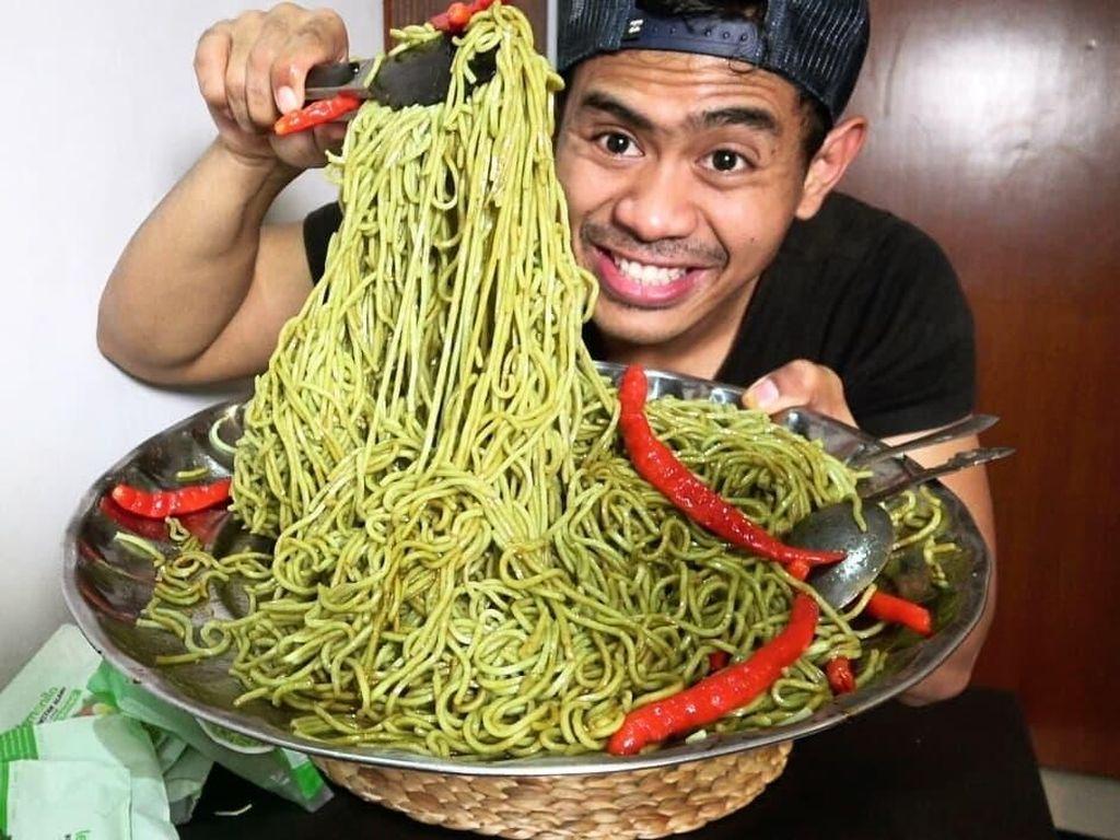 Serunya Tanboy Kun, Vlogger yang Hobi Mukbang Makanan Pedas