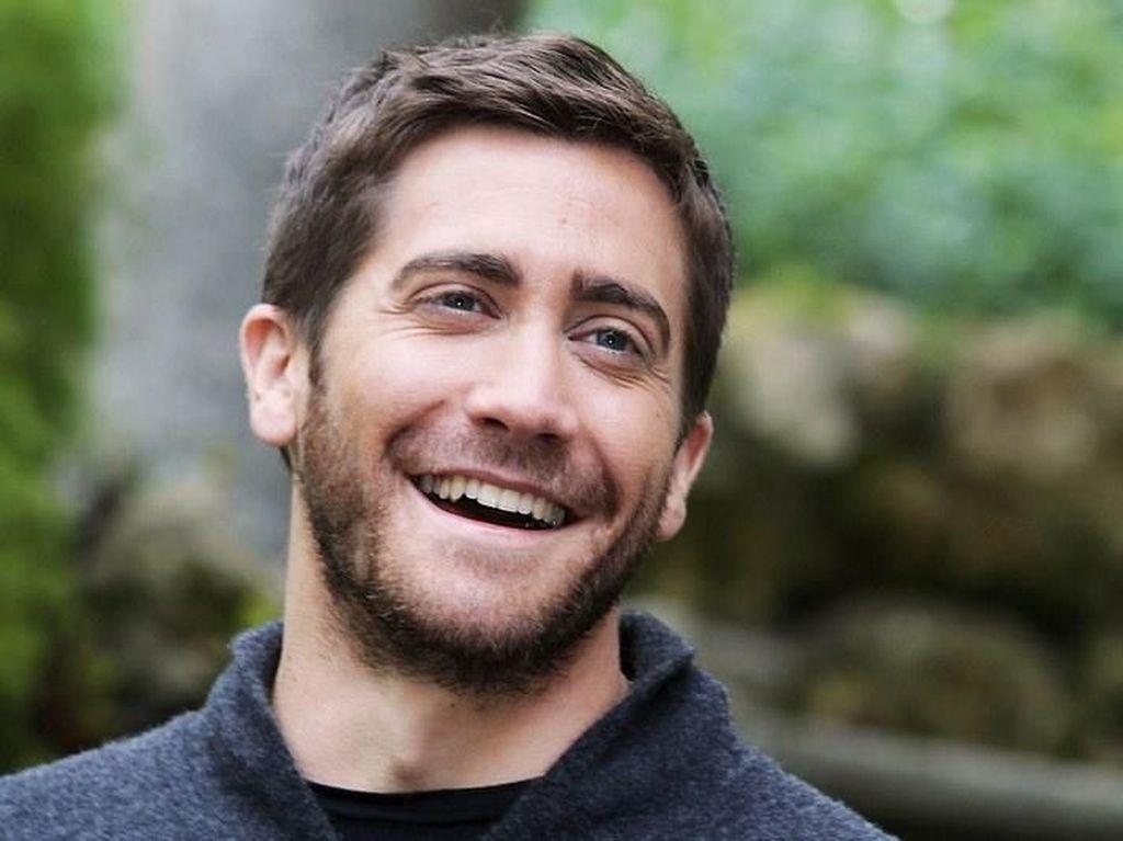 Jake Gyllenhaal Kembali ke Panggung Broadway Lewat Sea Wall/ A Life